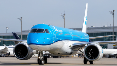 A picture of PHNXB - Embraer E195E2 - KLM - © Martin Tietz