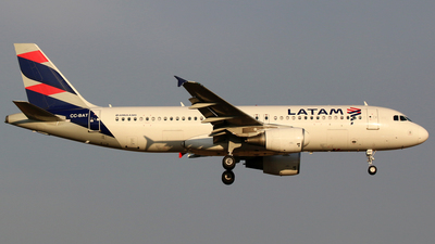 A picture of CCBAT - Airbus A320214 - LATAM Airlines - © Alejandro Torres