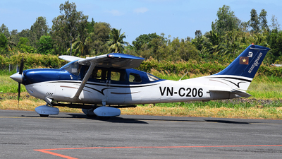 VN-C206 - Cessna 206H Stationair - Vietnam - Air Force