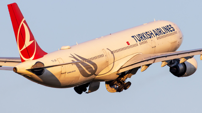 A picture of TCJOI - Airbus A330303 - Turkish Airlines - © Grzesiek Krupa
