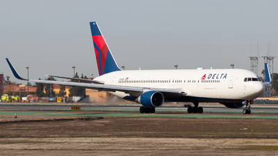 A picture of N194DN - Boeing 767332(ER) - Delta Air Lines - © Brandon Ravelo