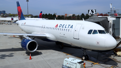 A picture of N319US - Airbus A320211 - Delta Air Lines - © Dean D. Zanello