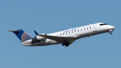 A picture of N973SW - Mitsubishi CRJ200LR - United Airlines - © Yixin Chen