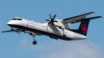 A picture of CGGMZ - De Havilland Canada Dash 8400 - Air Canada - © Michal Mendyk