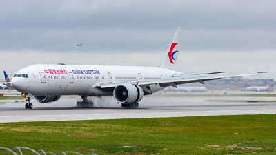 A picture of B7368 - Boeing 77739P(ER) - China Eastern Airlines - © Miles Aronovitz