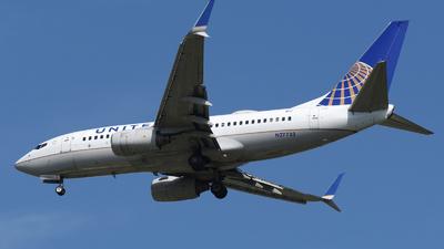 N27733 - Boeing 737-724 - United Airlines