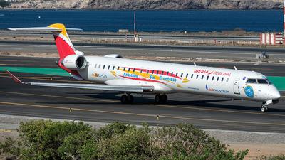 A picture of ECLJS - Mitsubishi CRJ1000 - Iberia - © Adolfo Bento de Urquía