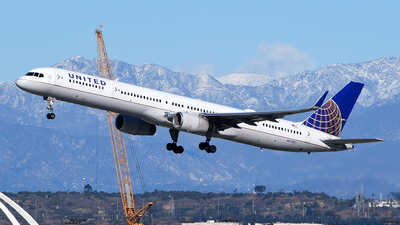 A picture of N77871 - Boeing 75733N - United Airlines - © Rocky Wang