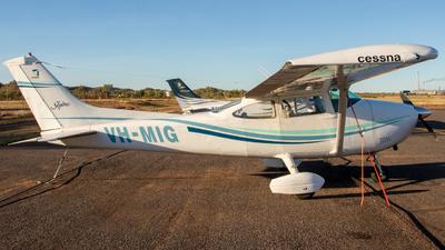 VH-MIG - Cessna 182P Skylane - Private