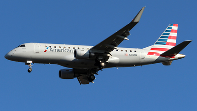 A picture of N212NN - Embraer E175LR - American Airlines - © Huy Do