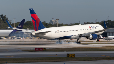 A picture of N192DN - Boeing 767332(ER) - Delta Air Lines - © Mark Lawrence