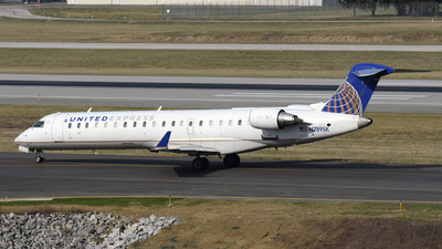 A picture of N789SK - Mitsubishi CRJ701ER - United Airlines - © DJ Reed - OPShots Photo Team