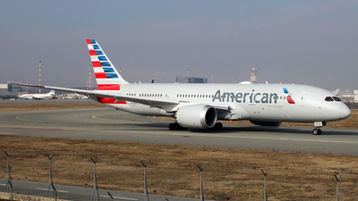A picture of N872AN - Boeing 7878 Dreamliner - American Airlines - © Luca Gussoni