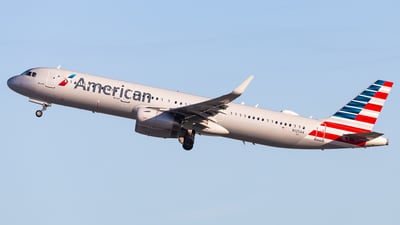A picture of N125AA - Airbus A321231 - American Airlines - © Brandon Giacomin