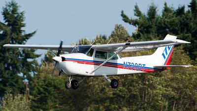 A picture of N739BT - Cessna 172N Skyhawk - [17270419] - © SpotterPowwwiii