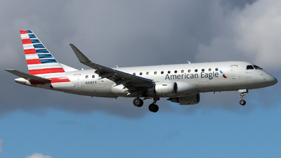 A picture of N416YX - Embraer E175LR - American Airlines - © Xiamen Air 849 Heavy