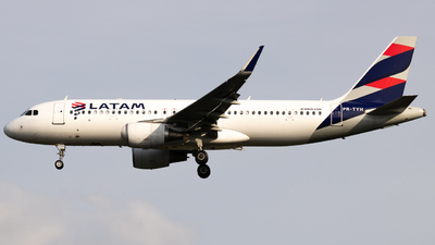 A picture of PRTYH - Airbus A320214 - LATAM Airlines - © Julia Salgueiro - thepilot_juh