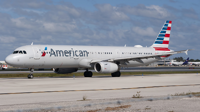 A picture of N558UW - Airbus A321231 - American Airlines - © Mark Lawrence