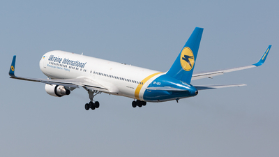 A picture of URGEA - Boeing 767322(ER) - Ukraine Int. Airlines - © kbp.spotter