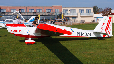 PH-1073 - Scheibe SF.25C Falke - Private