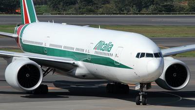 EI-ISO - Boeing 777-243(ER) - Alitalia