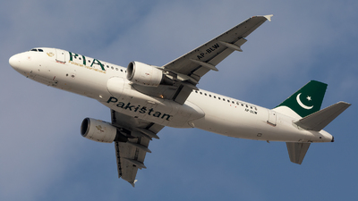 AP-BLW - Airbus A320-214 - Pakistan International Airlines (PIA)