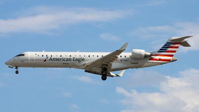 A picture of N713EV - Mitsubishi CRJ701ER - Delta Air Lines - © Sean Brink