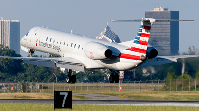 A picture of N626AE - Embraer ERJ145LR - American Airlines - © Andrew Wu