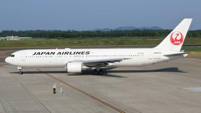 JA8975 - Boeing 767-346 - Japan Airlines (JAL)