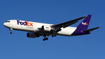 A picture of N271FE - Boeing 767300F(ER) - FedEx - © JC