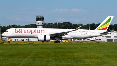 A picture of ETAVB - Airbus A350941 - Ethiopian Airlines - © Chris de Breun