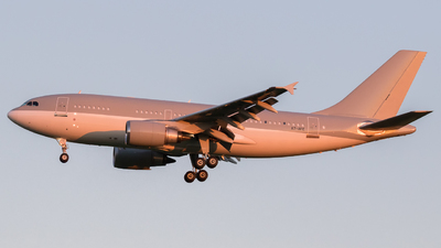 A picture of A7AFE - Airbus A310308 - [667] - © Moritz Klöckner