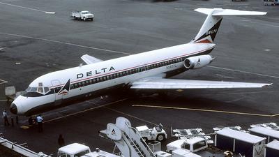 N3327L - McDonnell Douglas DC-9-32 - Delta Air Lines