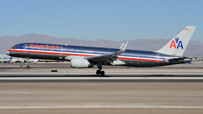 N647AM - Boeing 757-223 - American Airlines