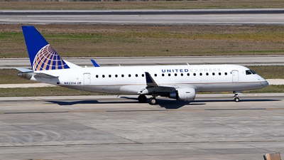 A picture of N82314 - Embraer E175LR - United Airlines - © Rocky Wang