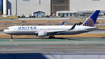 A picture of N658UA - Boeing 767322(ER) - United Airlines - © Rocky Wang