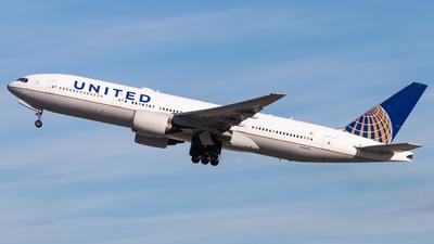 N214UA - Boeing 777-222(ER) - United Airlines