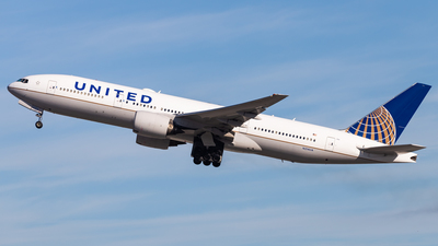 A picture of N214UA - Boeing 777222 - United Airlines - © Brandon Giacomin