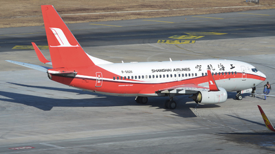 B-5826 - Boeing 737-79P - Shanghai Airlines