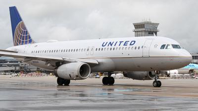 A picture of N422UA - Airbus A320232 - United Airlines - © Daniel Mena