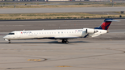 A picture of N817SK - Mitsubishi CRJ900LR - Delta Air Lines - © Yixin Chen