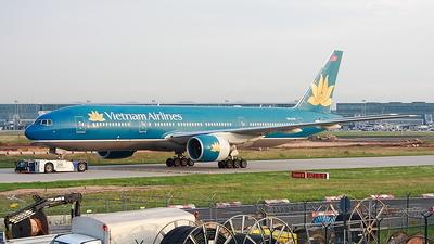 VN-A143 - Boeing 777-26K(ER) - Vietnam Airlines