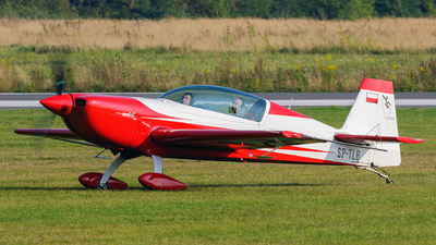 A picture of SPTLB - Extra 330LC - [] - © Krzysiek Dz