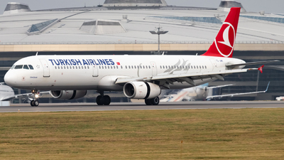A picture of TCJMK - Airbus A321231 - Turkish Airlines - © Vadim Shustrov