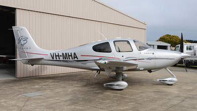 A picture of VHMHA - Cirrus SR22 - [3015] - © George Canciani