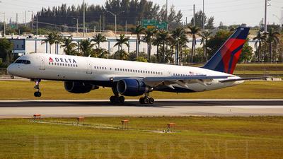 A picture of N533US - Boeing 757251 - [24264] - © Juan Felipe Arango P�rez