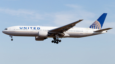 N212UA - Boeing 777-222(ER) - United Airlines