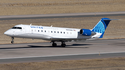 A picture of N443SW - Mitsubishi CRJ200LR - United Airlines - © Yixin Chen