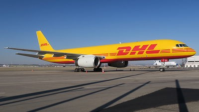 A picture of DALEV - Boeing 75728A(SF) - DHL - © Simon Reichert