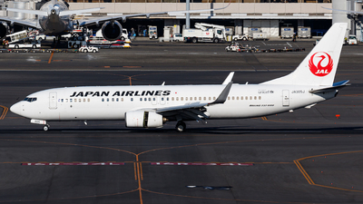 A picture of JA305J - Boeing 737846 - Japan Airlines - © Age